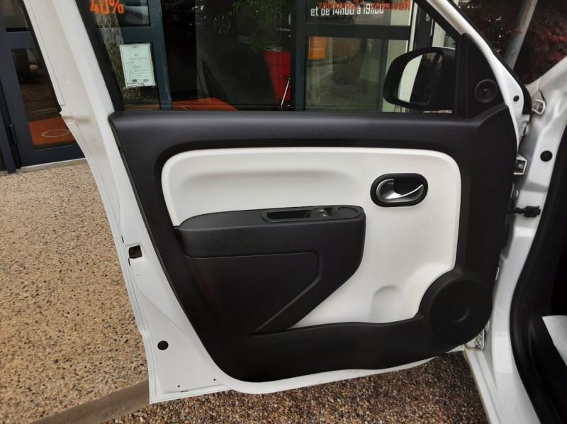 Photo 16 de l'offre de RENAULT TWINGO III 1.0 SCe 70 eco2 SetS Zen à 8500€ chez Centrale Auto Marché Mussidan