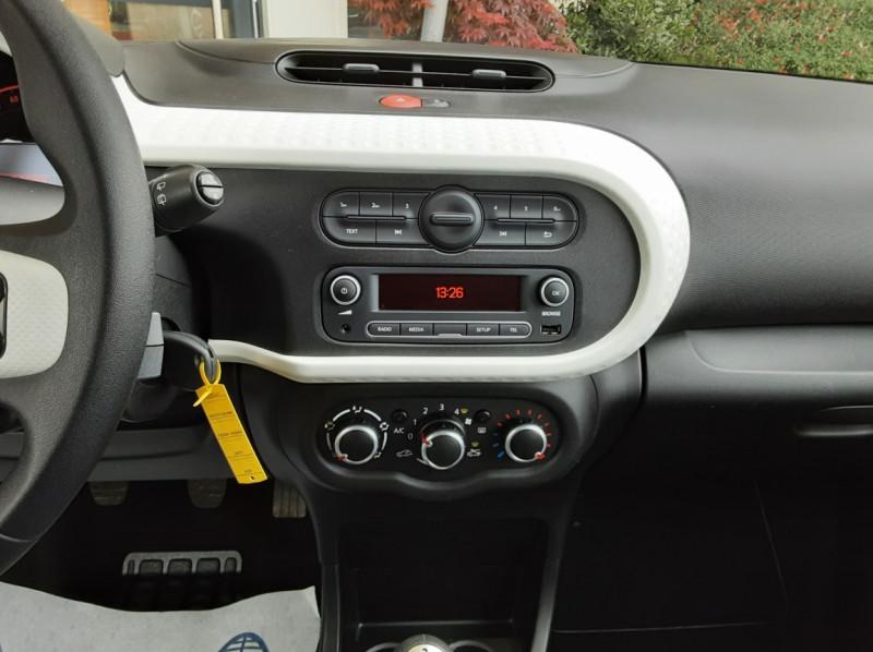 Photo 36 de l'offre de RENAULT TWINGO III 1.0 SCe 70 eco2 SetS Zen à 8500€ chez Centrale Auto Marché Mussidan