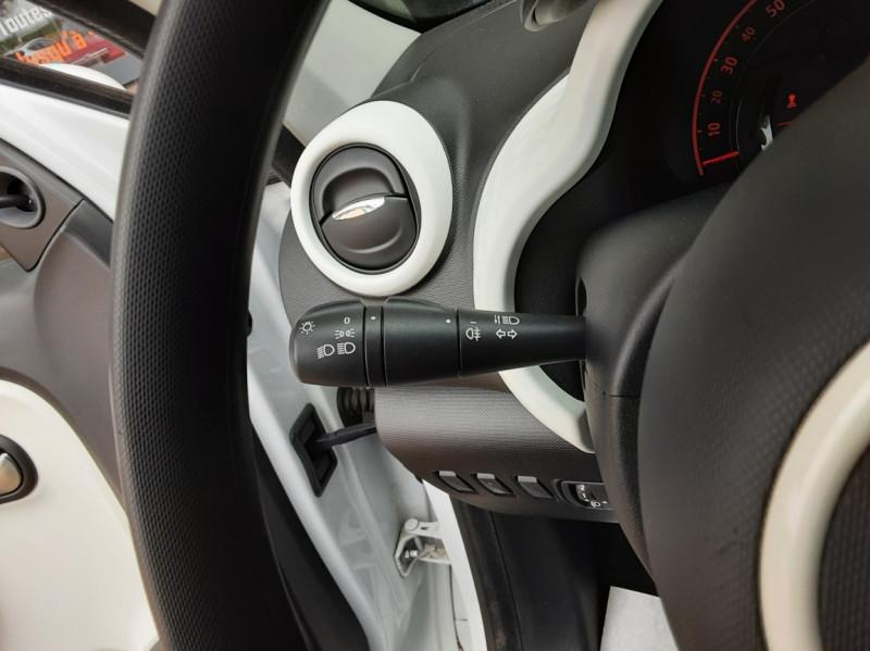 Photo 41 de l'offre de RENAULT TWINGO III 1.0 SCe 70 eco2 SetS Zen à 8500€ chez Centrale Auto Marché Mussidan