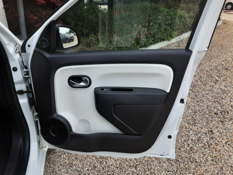 Photo 21 de l'offre de RENAULT TWINGO III 1.0 SCe 70 eco2 SetS Zen à 8500€ chez Centrale Auto Marché Mussidan