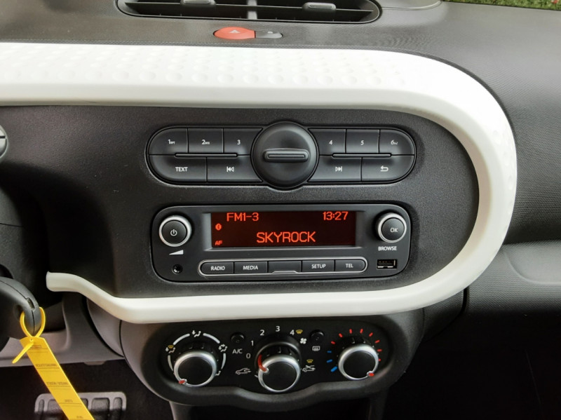 Photo 50 de l'offre de RENAULT TWINGO III 1.0 SCe 70 eco2 SetS Zen à 8500€ chez Centrale Auto Marché Mussidan