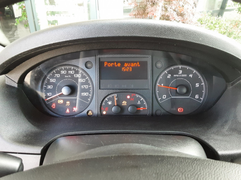 Photo 48 de l'offre de CITROEN JUMPER BENNE 35 L2 BLUEHDi 130 BVM6 CONFORT à 22990€ chez Centrale Auto Marché Mussidan