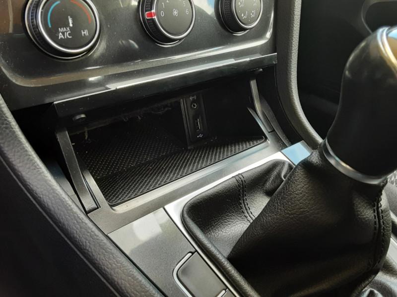 Photo 45 de l'offre de VOLKSWAGEN GOLF VII 1.6 TDI 115 BlueMotion Trendline à 13490€ chez Centrale Auto Marché Mussidan
