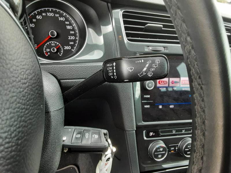 Photo 44 de l'offre de VOLKSWAGEN GOLF 1.6 TDI 115 FAP BVM5 Confortline Business à 16900€ chez Centrale Auto Marché Mussidan