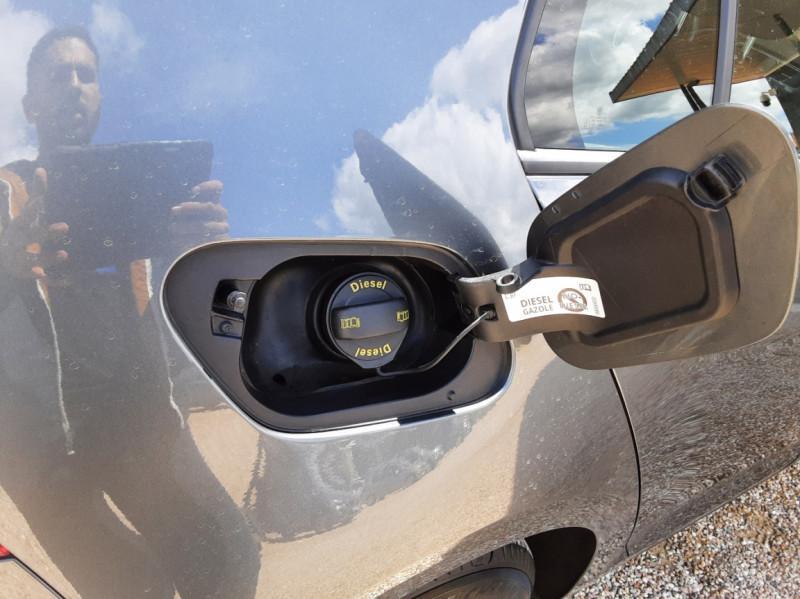 Photo 33 de l'offre de VOLKSWAGEN GOLF VII 1.6 TDI 115 BlueMotion Trendline à 13490€ chez Centrale Auto Marché Mussidan