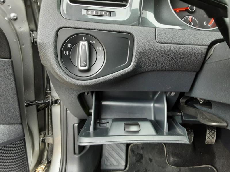 Photo 39 de l'offre de VOLKSWAGEN GOLF 1.6 TDI 115 FAP BVM5 Confortline Business à 16900€ chez Centrale Auto Marché Mussidan