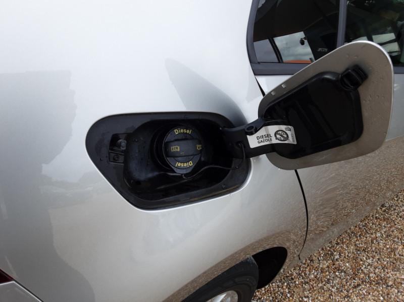 Photo 32 de l'offre de VOLKSWAGEN GOLF 1.6 TDI 115 FAP BVM5 Confortline Business à 16900€ chez Centrale Auto Marché Mussidan