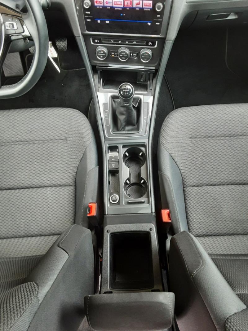 Photo 47 de l'offre de VOLKSWAGEN GOLF 1.6 TDI 115 FAP BVM5 Confortline Business à 16900€ chez Centrale Auto Marché Mussidan