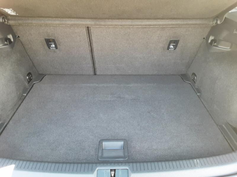 Photo 21 de l'offre de VOLKSWAGEN GOLF VII 1.6 TDI 115 BlueMotion Trendline à 13490€ chez Centrale Auto Marché Mussidan