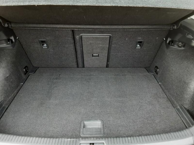 Photo 21 de l'offre de VOLKSWAGEN GOLF 1.6 TDI 115 FAP BVM5 Confortline Business à 16900€ chez Centrale Auto Marché Mussidan