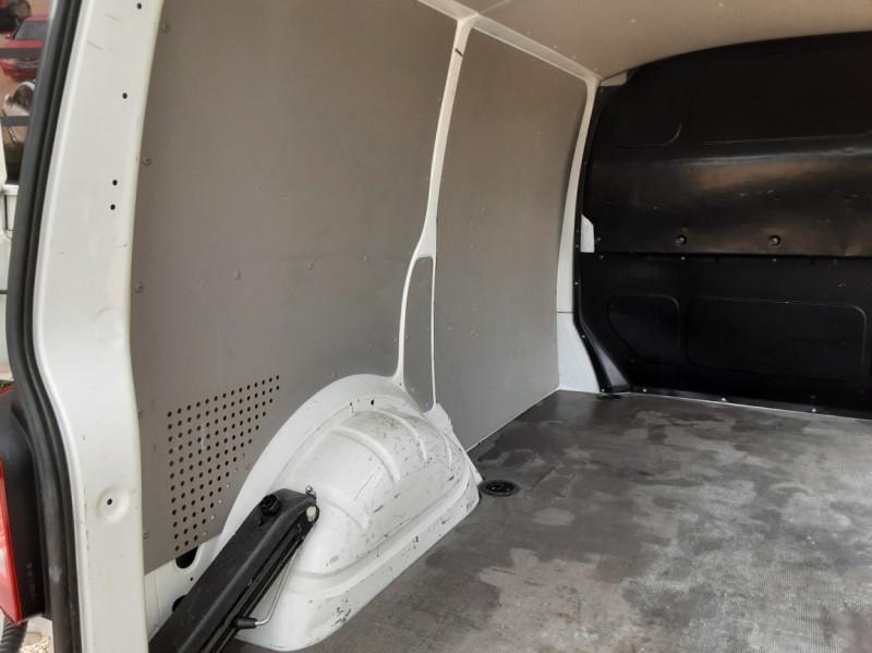 Photo 24 de l'offre de VOLKSWAGEN TRANSPORTER FGN TOLE L1H1 2.0 TDI 114CH  à 22990€ chez Centrale Auto Marché Mussidan