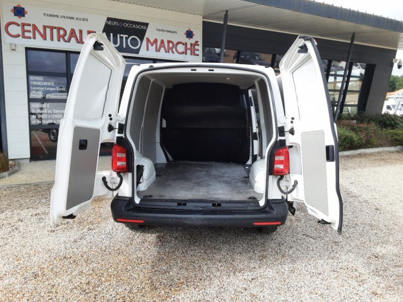 Photo 16 de l'offre de VOLKSWAGEN TRANSPORTER FGN TOLE L1H1 2.0 TDI 114CH  à 22990€ chez Centrale Auto Marché Mussidan