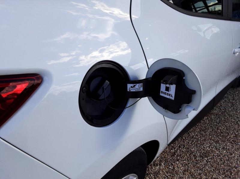 Photo 36 de l'offre de RENAULT CLIO IV SOCIETE DCI 90 ENERGY ECO2 AIR MEDIANAV à 8490€ chez Centrale Auto Marché Mussidan