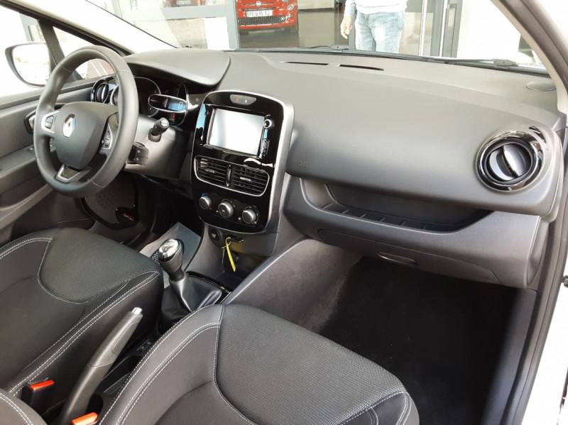 Photo 25 de l'offre de RENAULT CLIO IV SOCIETE DCI 90 ENERGY ECO2 AIR MEDIANAV à 8490€ chez Centrale Auto Marché Mussidan