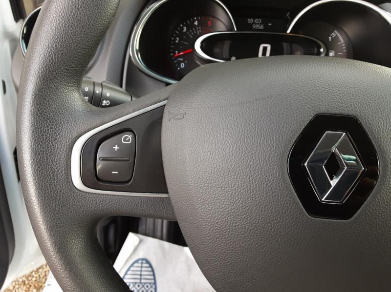 Photo 38 de l'offre de RENAULT CLIO IV SOCIETE DCI 90 ENERGY ECO2 AIR MEDIANAV à 8490€ chez Centrale Auto Marché Mussidan