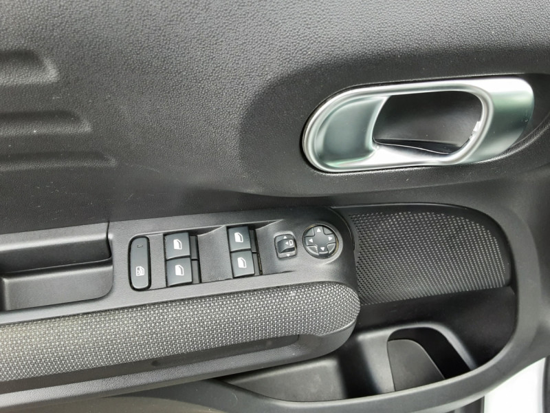 Photo 34 de l'offre de CITROEN C3 AIRCROSS BlueHDi 100 SetS BVM6 SHINE à 17490€ chez Centrale Auto Marché Mussidan
