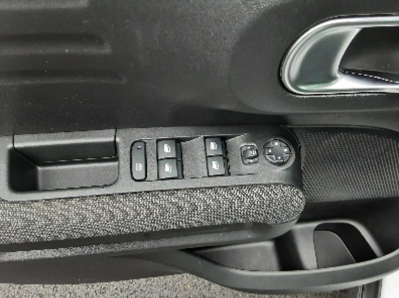 Photo 13 de l'offre de CITROEN C3 AIRCROSS BlueHDi 100 SetS BVM6 SHINE à 17490€ chez Centrale Auto Marché Mussidan