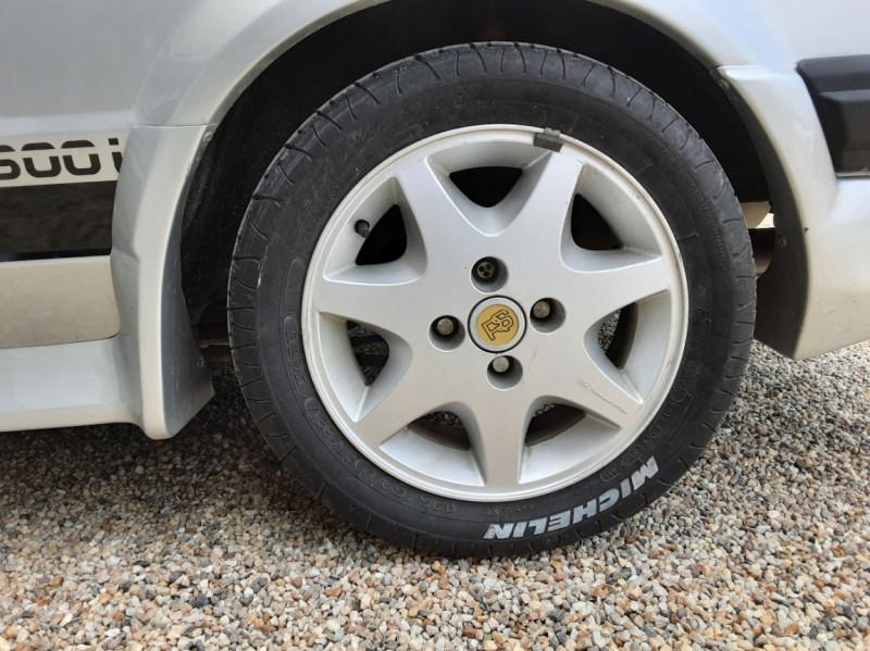 Photo 44 de l'offre de FORD ESCORT RS 1.6 i à 9900€ chez Centrale Auto Marché Mussidan