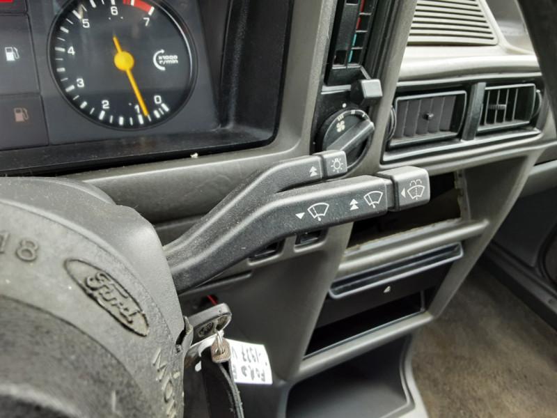 Photo 43 de l'offre de FORD ESCORT RS 1.6 i à 9900€ chez Centrale Auto Marché Mussidan
