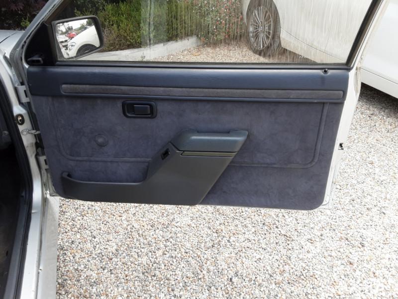 Photo 26 de l'offre de FORD ESCORT RS 1.6 i à 9900€ chez Centrale Auto Marché Mussidan
