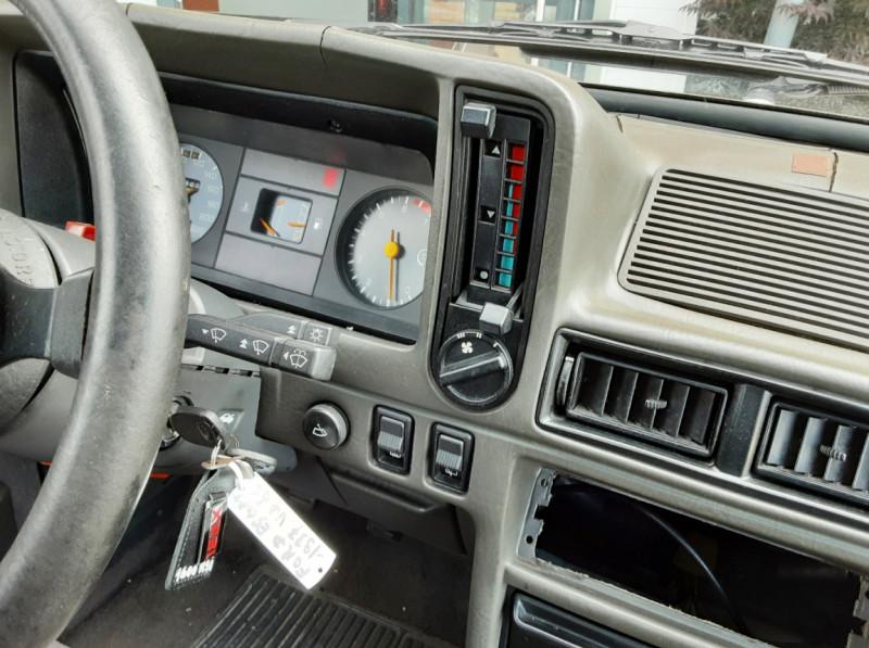Photo 33 de l'offre de FORD ESCORT RS 1.6 i à 9900€ chez Centrale Auto Marché Mussidan