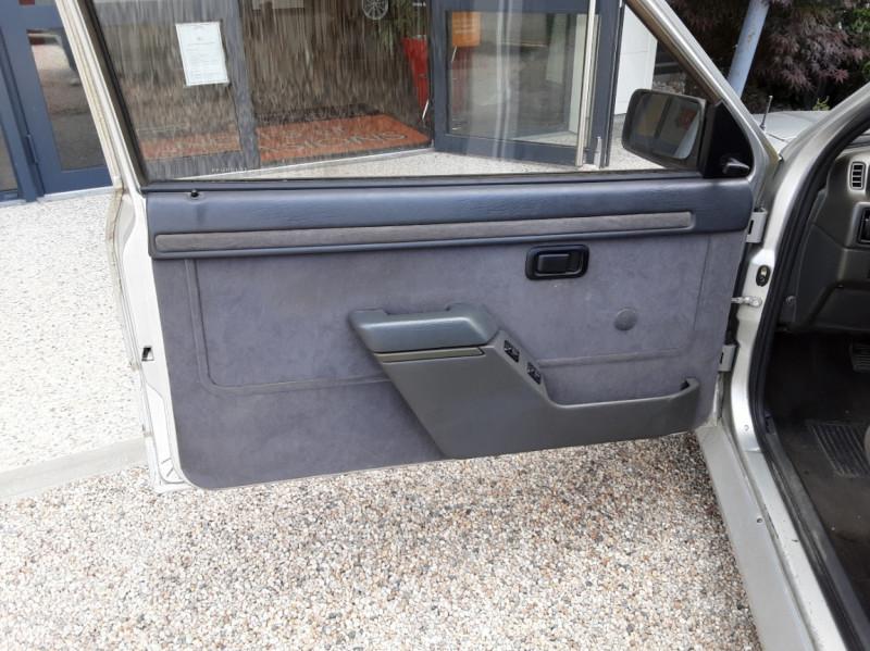 Photo 19 de l'offre de FORD ESCORT RS 1.6 i à 9900€ chez Centrale Auto Marché Mussidan