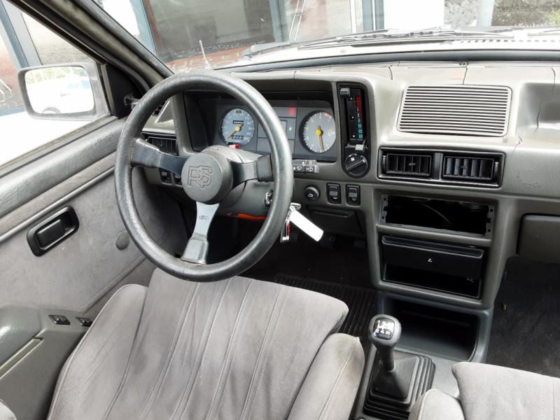 Photo 31 de l'offre de FORD ESCORT RS 1.6 i à 9900€ chez Centrale Auto Marché Mussidan