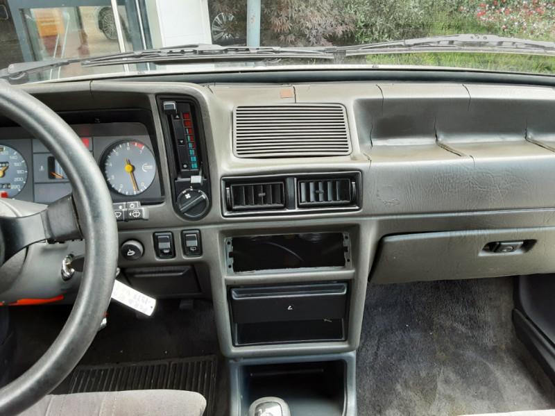 Photo 29 de l'offre de FORD ESCORT RS 1.6 i à 9900€ chez Centrale Auto Marché Mussidan