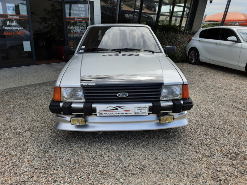Photo 3 de l'offre de FORD ESCORT RS 1.6 i à 9900€ chez Centrale Auto Marché Mussidan
