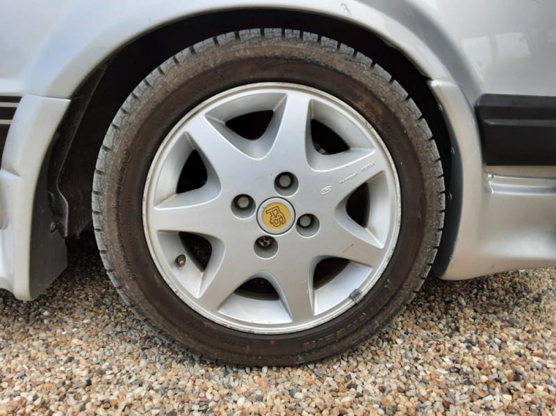 Photo 45 de l'offre de FORD ESCORT RS 1.6 i à 9900€ chez Centrale Auto Marché Mussidan