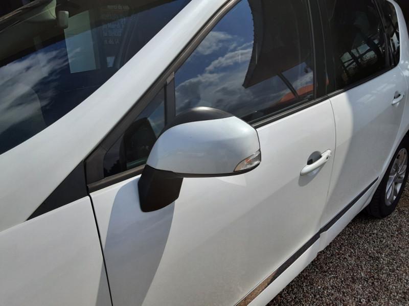 Photo 7 de l'offre de RENAULT SCENIC Scenic dCi 110 Energy eco2 Zen à 7600€ chez Centrale Auto Marché Mussidan