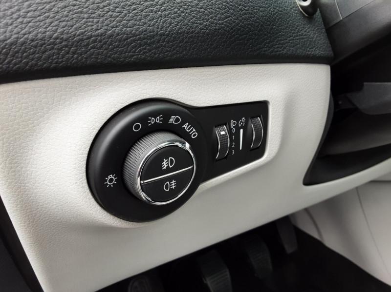 Photo 27 de l'offre de JEEP COMPASS 2.0 I 140 ch 4x4 BVM6 Limited à 19490€ chez Centrale Auto Marché Mussidan