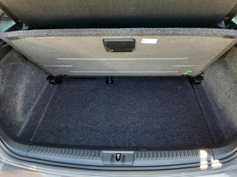 Photo 9 de l'offre de VOLKSWAGEN POLO 1.4 TDI 75 BMT Confortline à 10900€ chez Centrale Auto Marché Mussidan