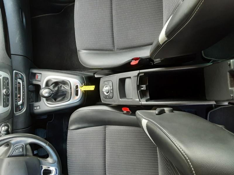 Photo 36 de l'offre de RENAULT SCENIC Scenic dCi 110 Energy eco2 Zen à 7600€ chez Centrale Auto Marché Mussidan