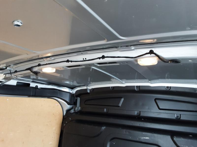 Photo 26 de l'offre de FORD TRANSIT FOURGON L3H2 2.0 TDCI 105CH TREND BUSINESS à 18500€ chez Centrale Auto Marché Mussidan