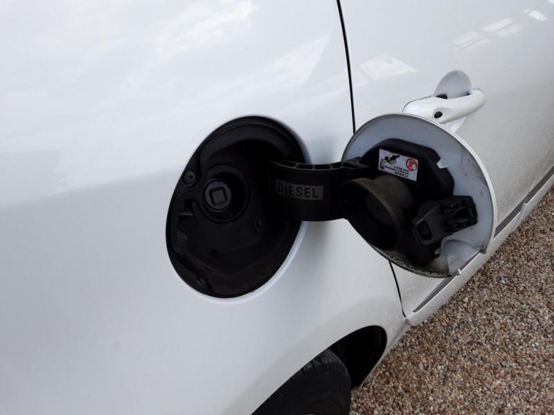 Photo 31 de l'offre de RENAULT SCENIC Scenic dCi 110 Energy eco2 Zen à 7600€ chez Centrale Auto Marché Mussidan