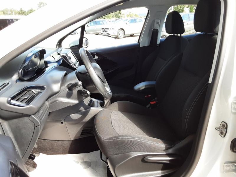 Photo 18 de l'offre de PEUGEOT 208 1.6 BlueHDi 75ch SetS BVM5 Active Business à 10490€ chez Centrale Auto Marché Mussidan