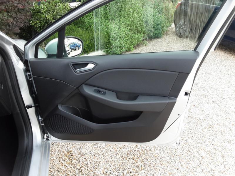 Photo 25 de l'offre de RENAULT CLIO Blue dCi 85 Business à 14890€ chez Centrale Auto Marché Mussidan