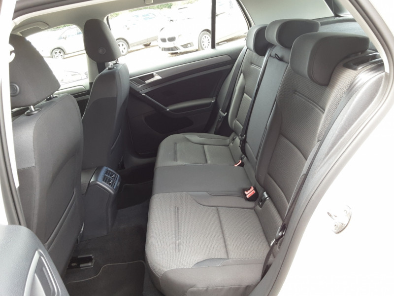 Photo 26 de l'offre de VOLKSWAGEN GOLF 7  TDI 115 BMT FAP Confortline Business à 17800€ chez Centrale Auto Marché Mussidan