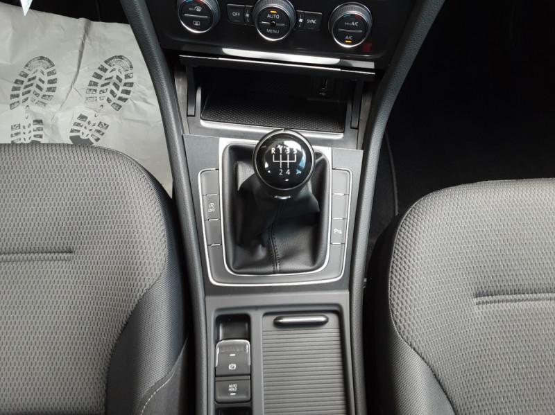 Photo 40 de l'offre de VOLKSWAGEN GOLF 7  TDI 115 BMT FAP Confortline Business à 17800€ chez Centrale Auto Marché Mussidan