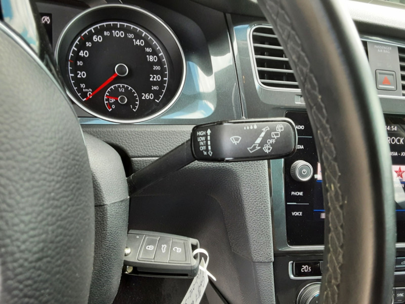 Photo 46 de l'offre de VOLKSWAGEN GOLF 7  TDI 115 BMT FAP Confortline Business à 17800€ chez Centrale Auto Marché Mussidan