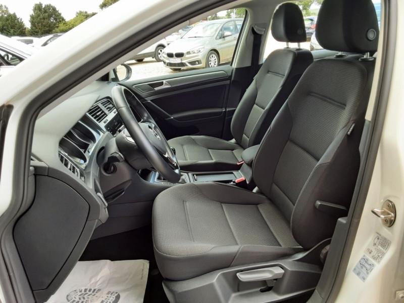 Photo 20 de l'offre de VOLKSWAGEN GOLF 7  TDI 115 BMT FAP Confortline Business à 17800€ chez Centrale Auto Marché Mussidan