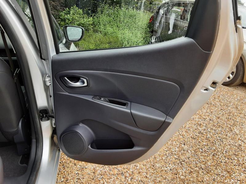 Photo 23 de l'offre de RENAULT CLIO IV dCi 90 Energy eco2 82g Business à 9990€ chez Centrale Auto Marché Mussidan