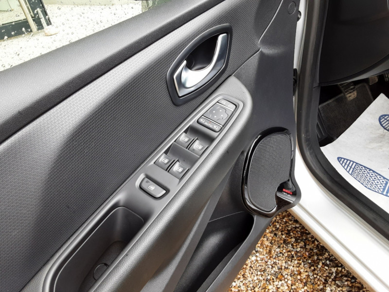 Photo 18 de l'offre de RENAULT CLIO IV dCi 90 Energy eco2 82g Business à 9990€ chez Centrale Auto Marché Mussidan