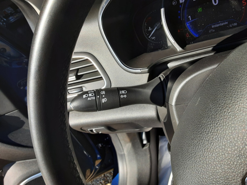 Photo 41 de l'offre de RENAULT MEGANE IV Berline Blue dCi 115 EDC Intens à 17990€ chez Centrale Auto Marché Mussidan