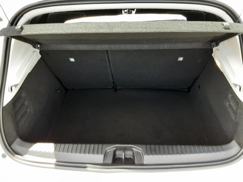 Photo 11 de l'offre de RENAULT CLIO Blue dCi 85 Business à 14700€ chez Centrale Auto Marché Mussidan