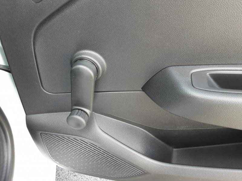 Photo 17 de l'offre de RENAULT CLIO Blue dCi 85 Business à 14700€ chez Centrale Auto Marché Mussidan