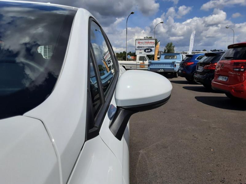 Photo 34 de l'offre de RENAULT CLIO Blue dCi 85 Business à 14700€ chez Centrale Auto Marché Mussidan