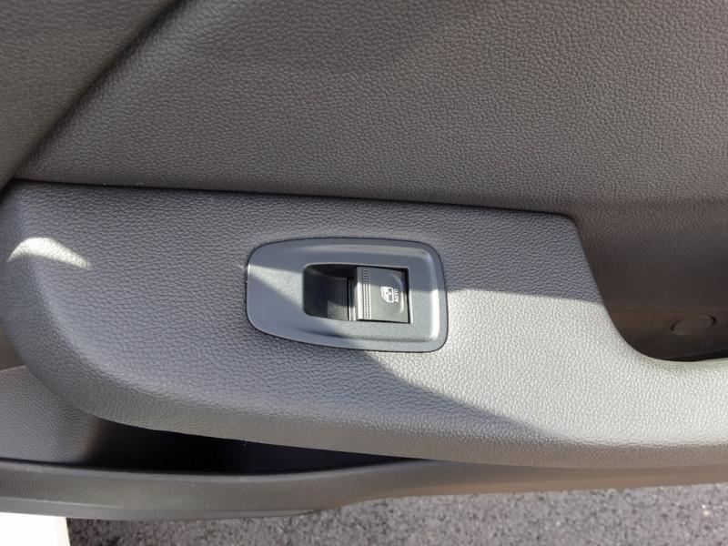 Photo 18 de l'offre de RENAULT CLIO Blue dCi 85 Business à 14700€ chez Centrale Auto Marché Mussidan