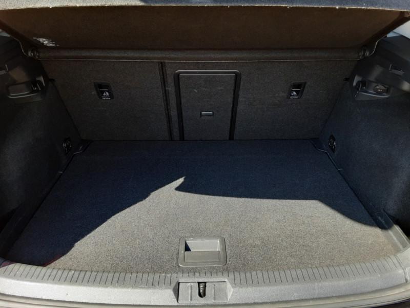Photo 13 de l'offre de VOLKSWAGEN GOLF 2.0 TDI 150CH BMT DSG6 Confortline à 18990€ chez Centrale Auto Marché Mussidan